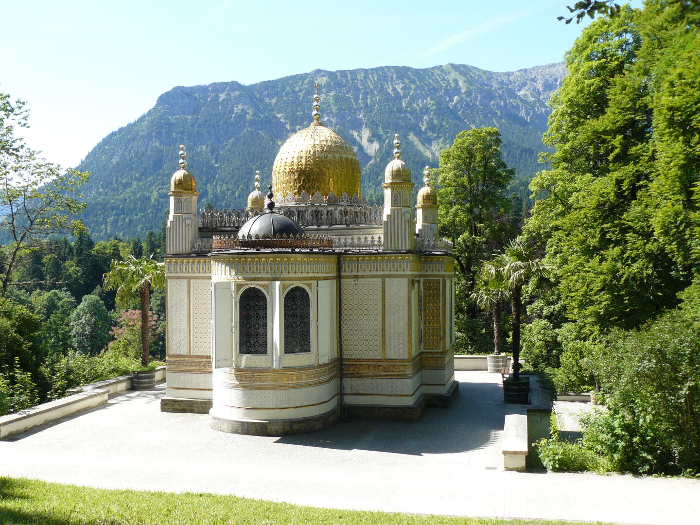 The Morroccan Kiosk in Castle Linderhof park, from the outside...