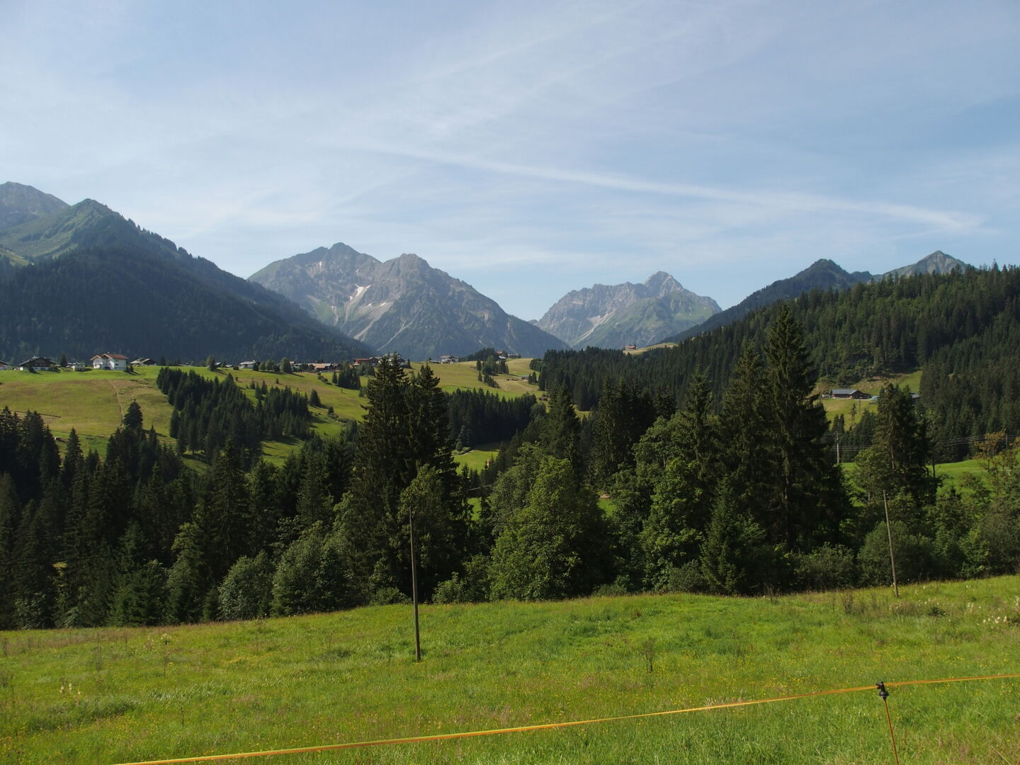 Hiking in the Kleinwalsertal on the border between Austria and Germany. The weather forecast predicts 35 degrees and no rain.