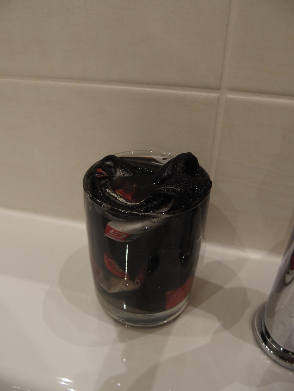 Wenn das Waschbecken keinen Stöpsel hat, muss man sich zum Wäschewaschen was einfallen lassen.
